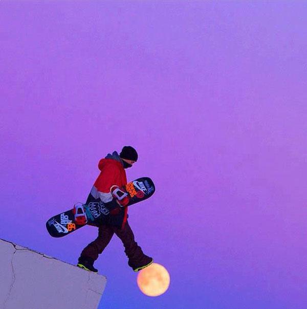 11-snowboarder-walking-on-m
