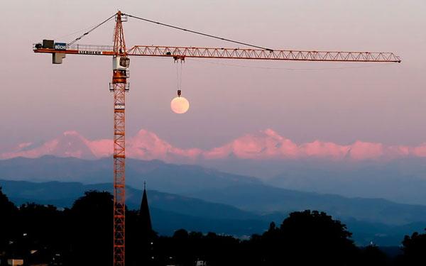 43-moon-crane-perfect-timin