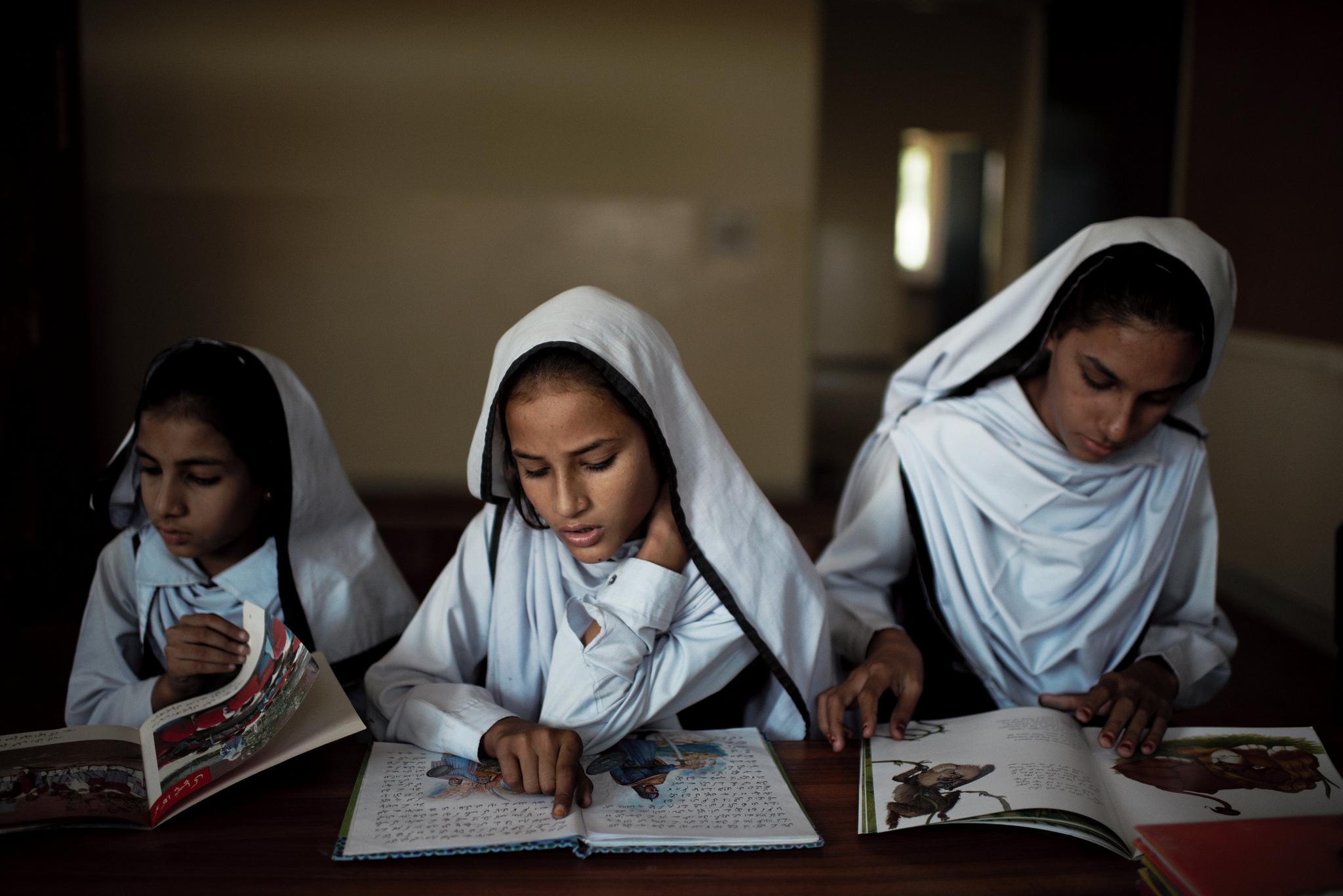 Pakistani-girls-Credit-Stars-Foundation-Kristian-Buus-LARGE