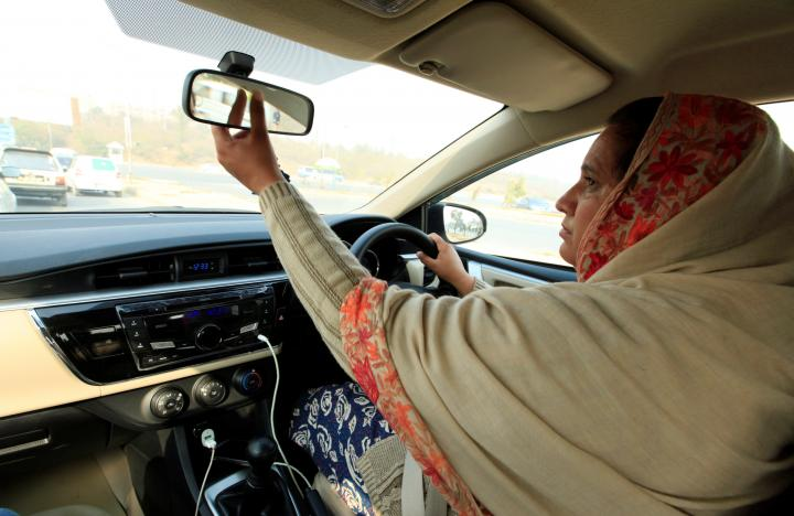 Female car booking app, Pink Ride Pakistan, to launch in January 2017