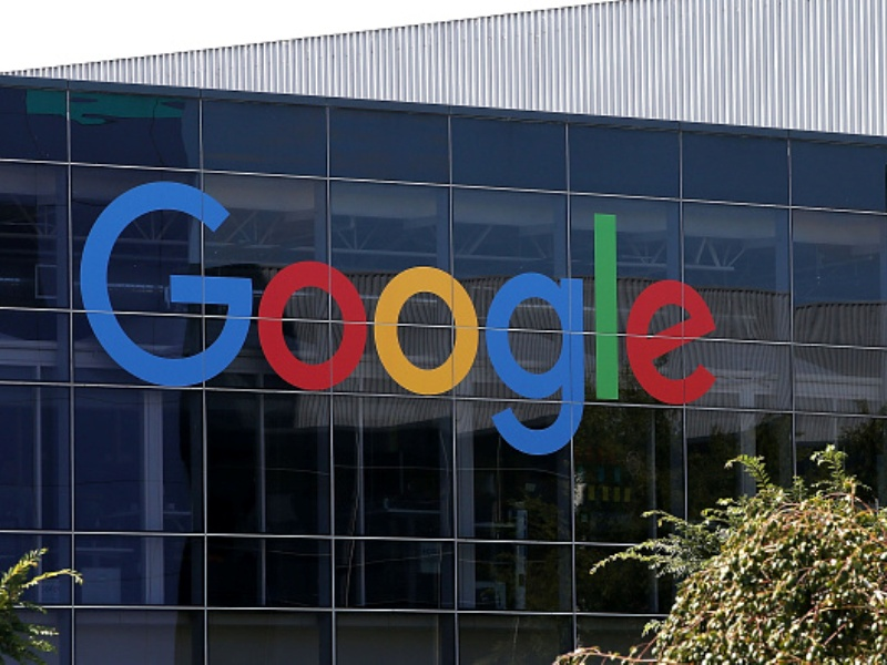 Is Alphabet Inc (GOOGL) Working On Smart Headphones?