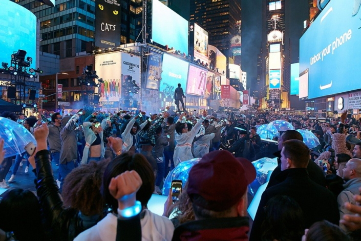 Images] Times Square looks stunning as Samsung shows off the