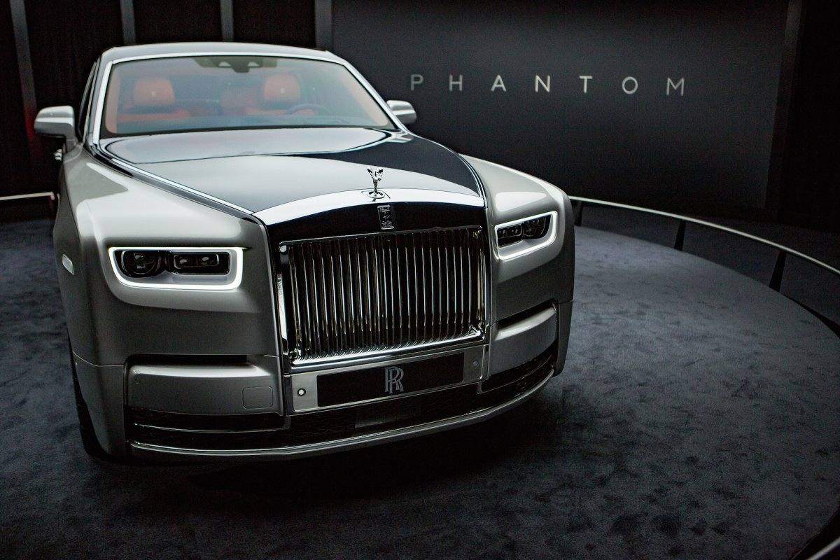 the new rolls royce phantom is the most technologically. Black Bedroom Furniture Sets. Home Design Ideas