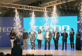 Product Manager , Sufyan Ali ( Retail Manager) , Saira Ghaffar ( ATL Manager) , Ejaz Hassan(CEO United), Stephen Ha ( CEO Tecno Mobile), Mr. Willie ( VP Transsion Holdings)unveiling