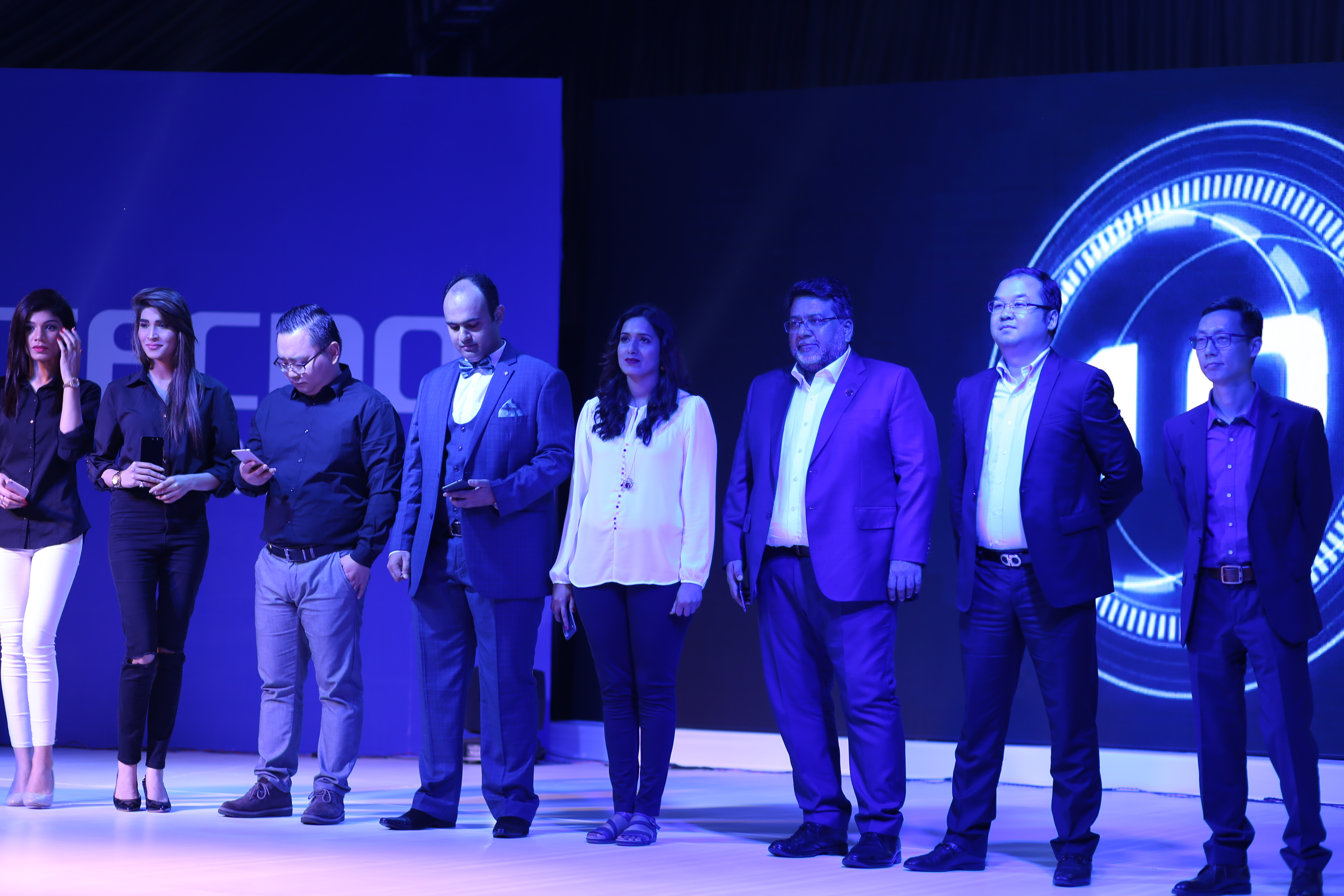 Product Manager , Sufyan Ali (Retail Manager) , Saira Ghaffar (ATL Manager) , Ejaz Hassan(CEO United), Stephen Ha (CEO Tecno Mobile), Mr. Willie (VP Transsion Holdings)unveiling CX