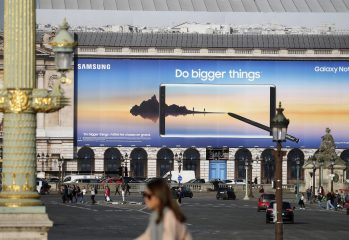 Advertising For Samsung Galaxy Note 8 Displayed At Concorde In Paris