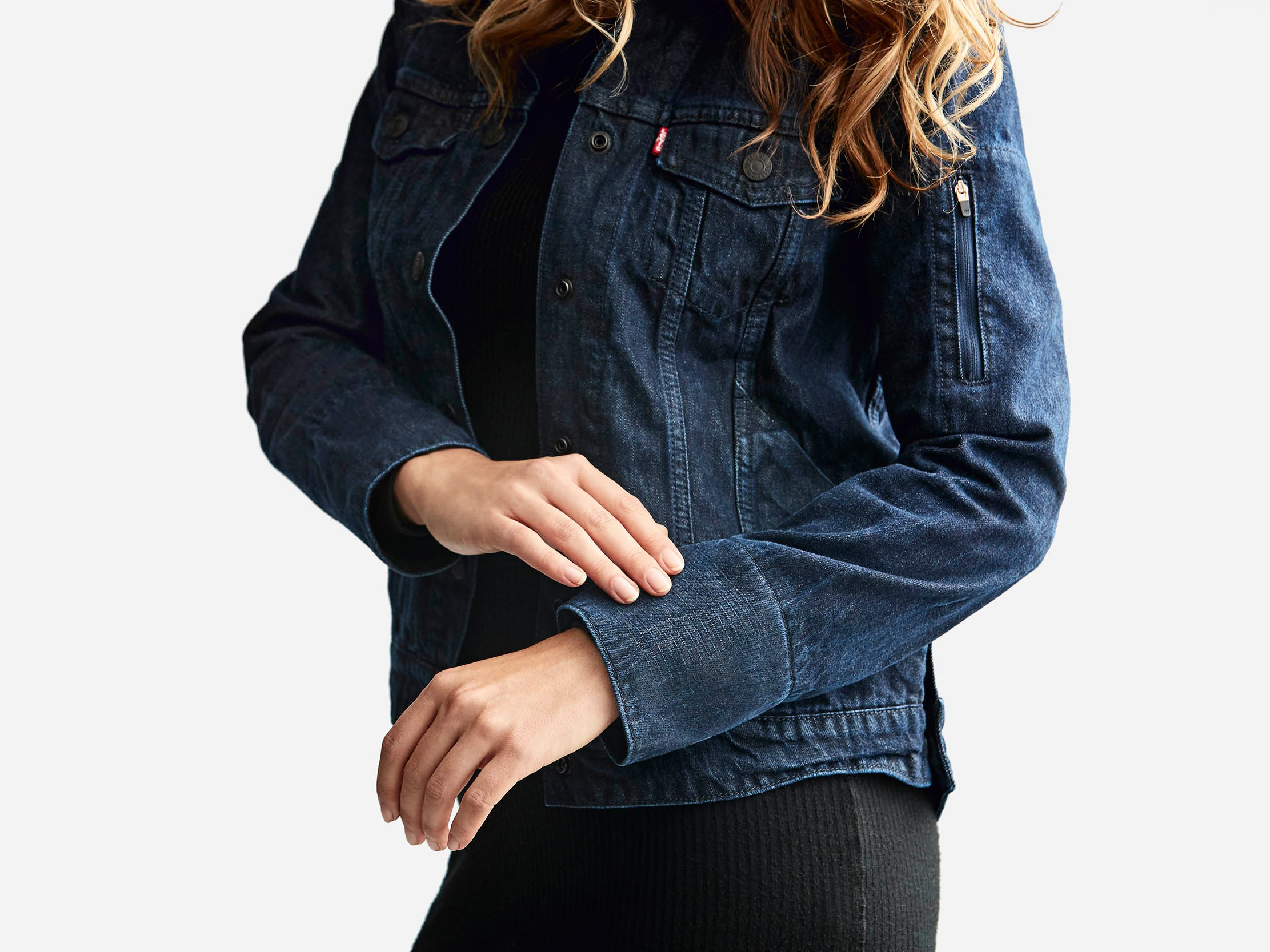 This smart jacket was already loaded with many features, yet Google, under its project Jacquard, is going to innovate this smart jacket for version 2.0 with the collaboration of Levi's.