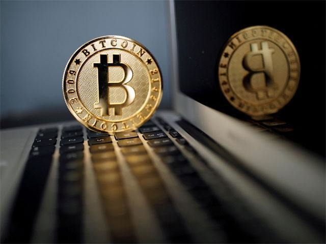 Bitcoin surges past US$7000 to extend record rally this year