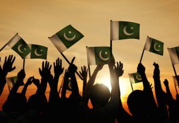 pakistan-flags