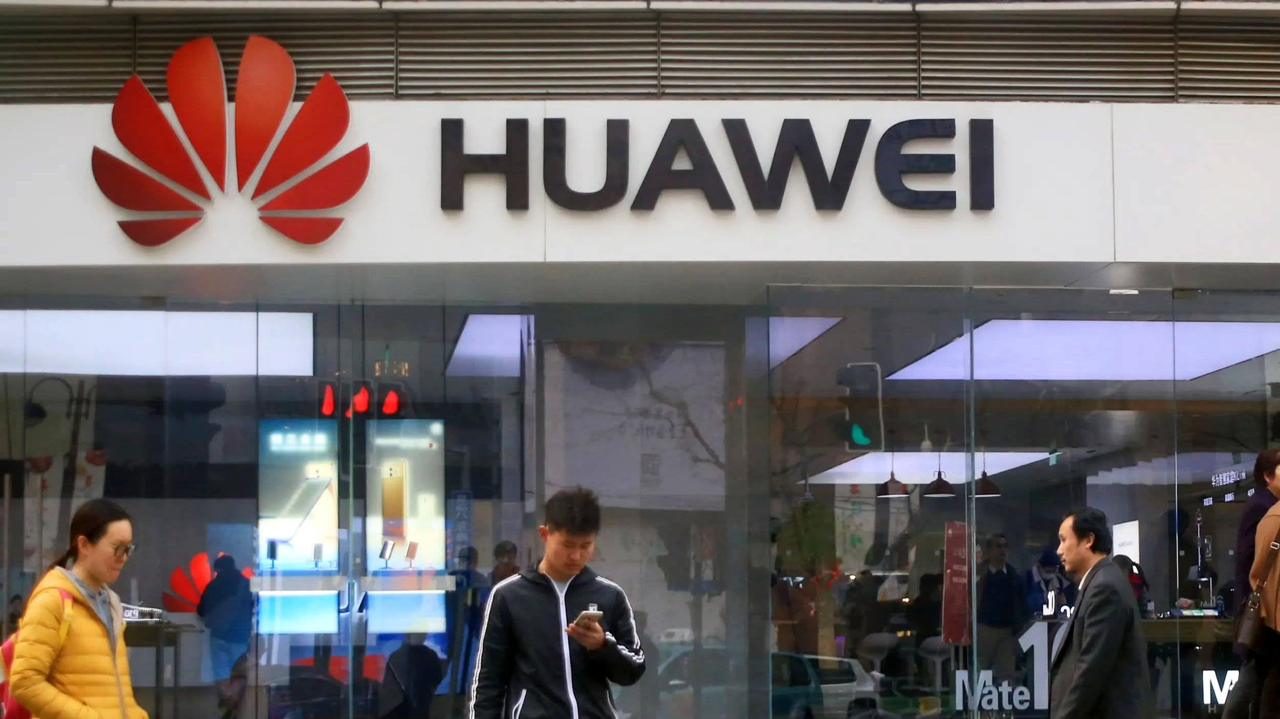 41b6a376c61405 Huawei shipped 59 million smartphones in Q1 2019 as revenue jumped 39% to  reach $27 billion