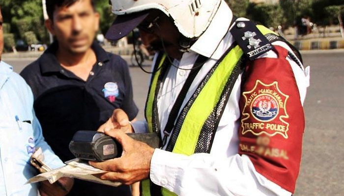 Traffic-Police-Karachi-Camera-TechJuice