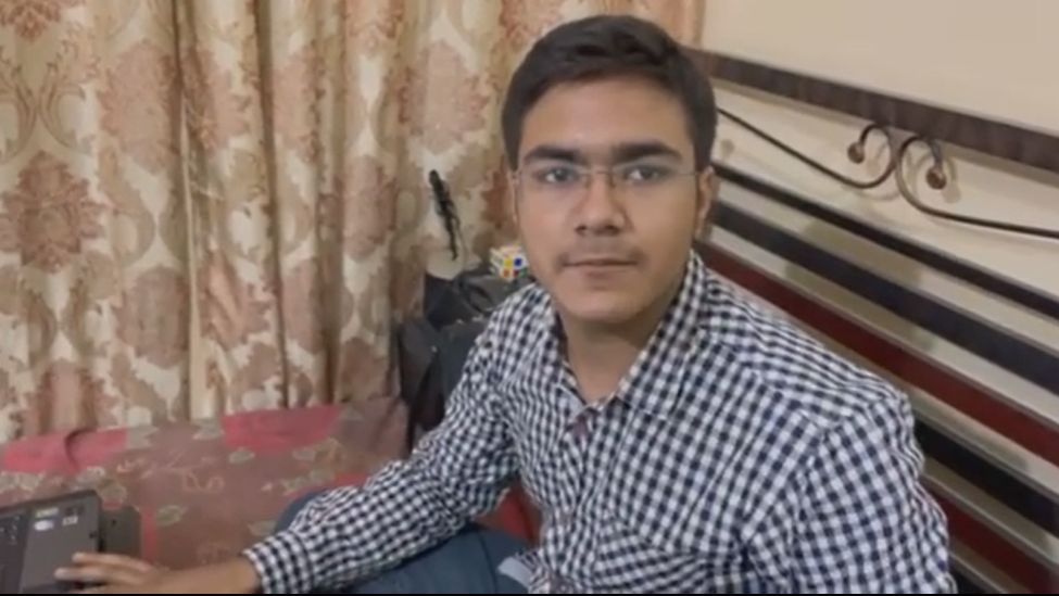 15 year old from Karachi develops instant messaging Android app - TechJuice